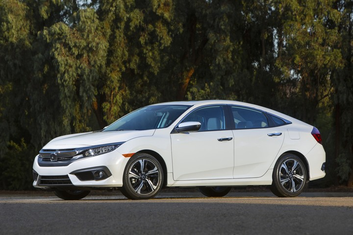 Honda Sweeps KBB.com's 'Best Family Cars of 2016'