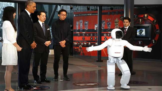 President Obama Meets and Plays Soccer with Honda ASIMO Robot!